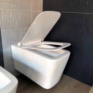 sanitari wc sospeso soft close filo muro ceramica bianca arredo bagno