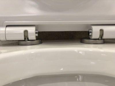 sanitari wc filo muro ceramica bianca arredo bagno