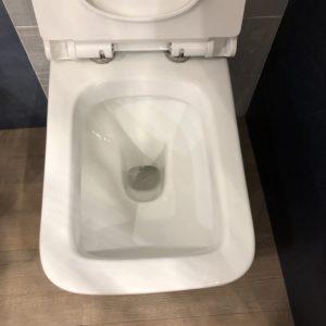 wc in ceramica bianca stile moderno